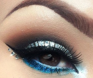 Glittery eye makeup look to compliment your falsies lashes