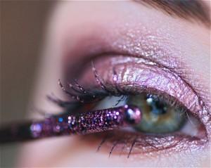 loose shimmery eyeshadow