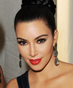 Kim-Kardashian-Glamorous-Fake-Eyelashes