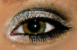 Silver Glitter Eye Makeup Idea