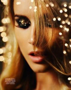 Golden Glitter Eye Makeup Idea