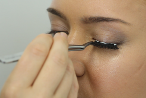 false-lashes-application