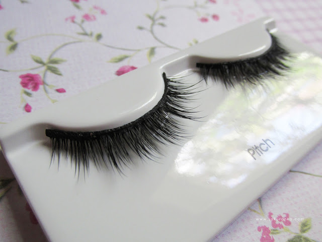Lashes in their packaging