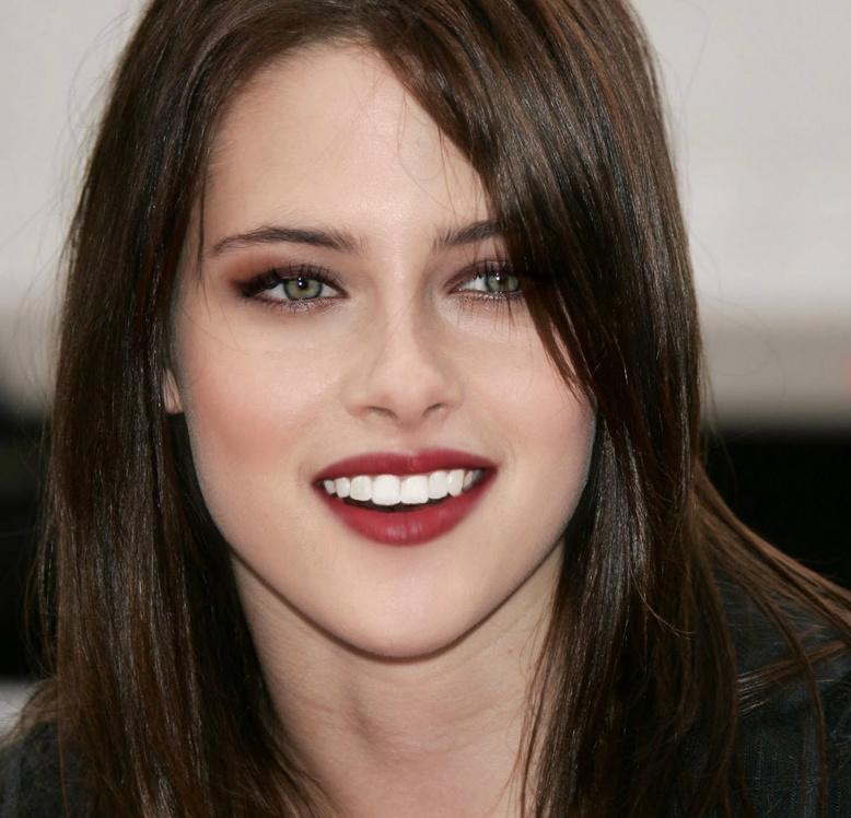 Kristen Stewart false eyelashes