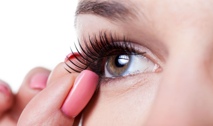 Easy Eyelash Application
