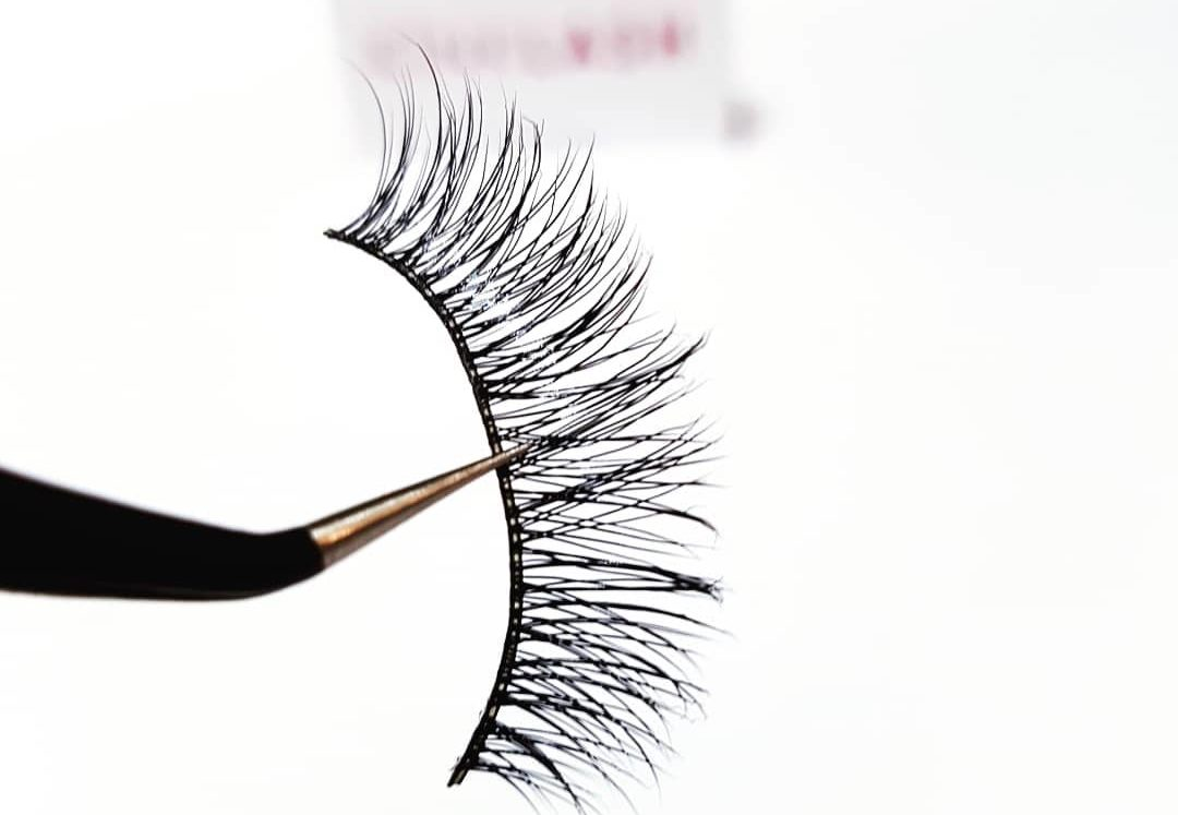 The Best Way To Clean Your False Eyelashes At Home
