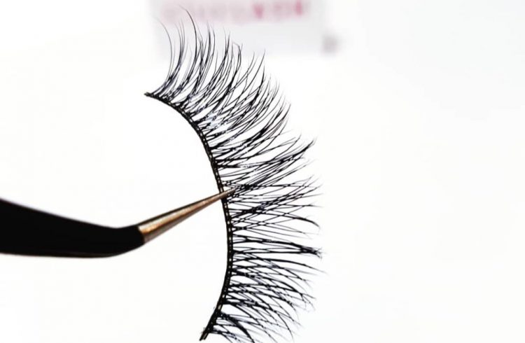 7661b307a0b Best Way To Clean Your Used False Lashes At Home