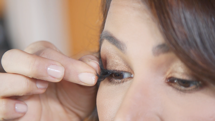 Applying magnetic lashes