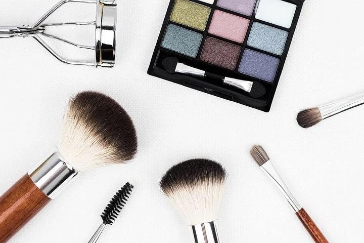 makeup tools and brushes; eyelash curler; eyeshadow pallete